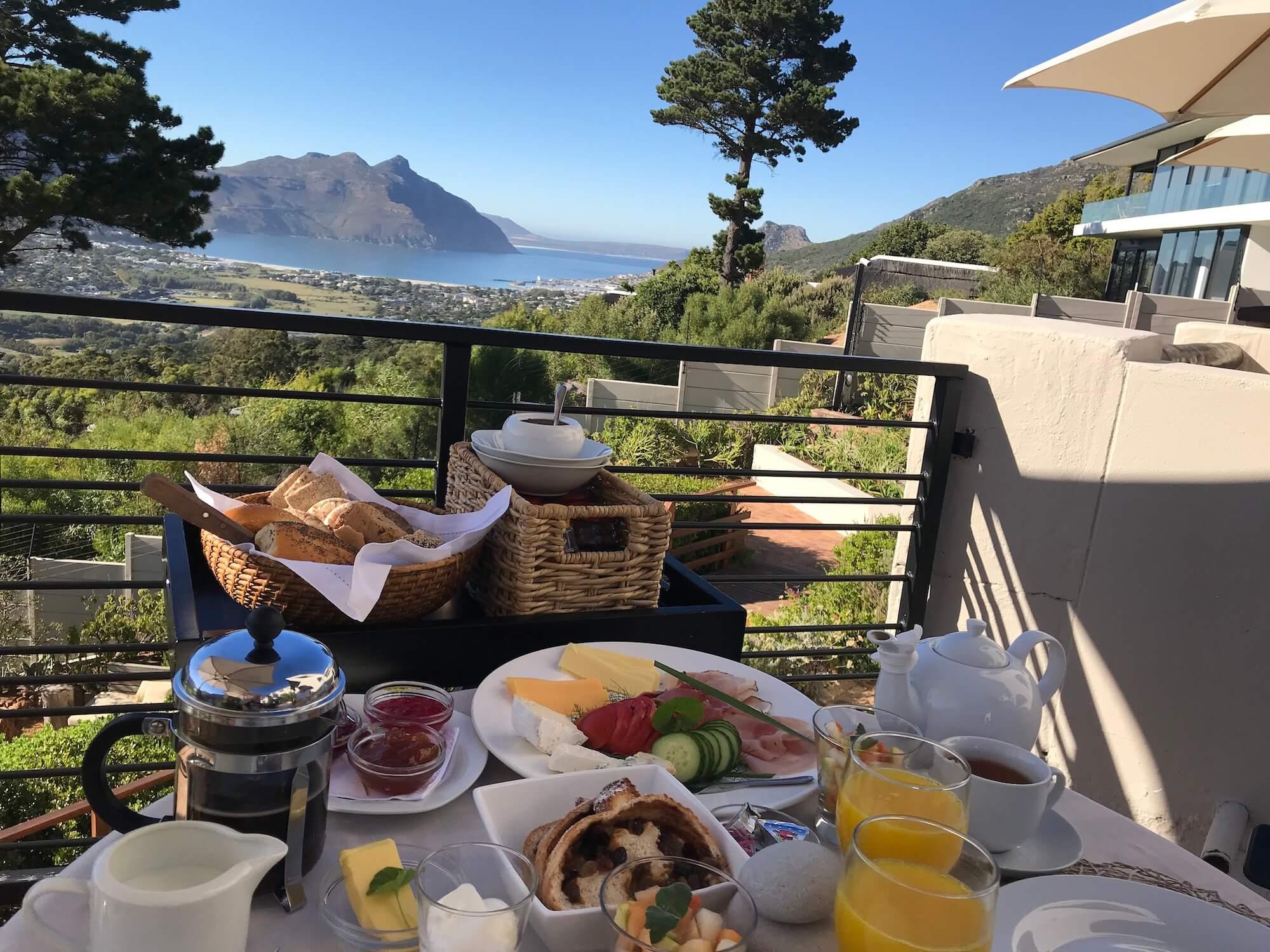 Frühstück auf der Terasse vom Dreamhouse Guesthouse